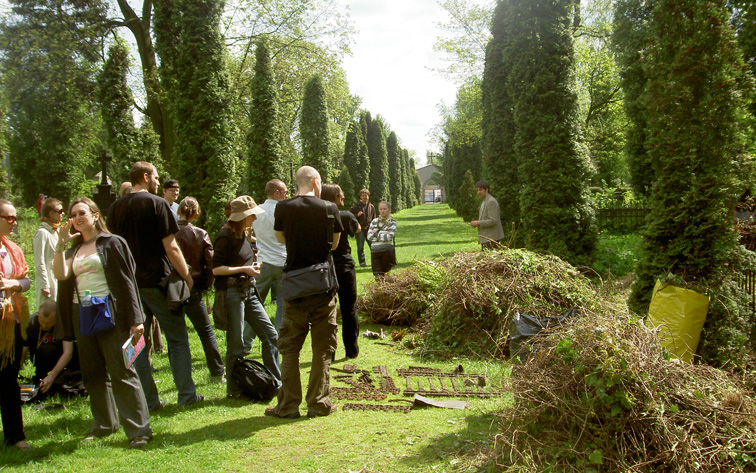 cleaning Lodz action (at protestant cemetery) May 2008